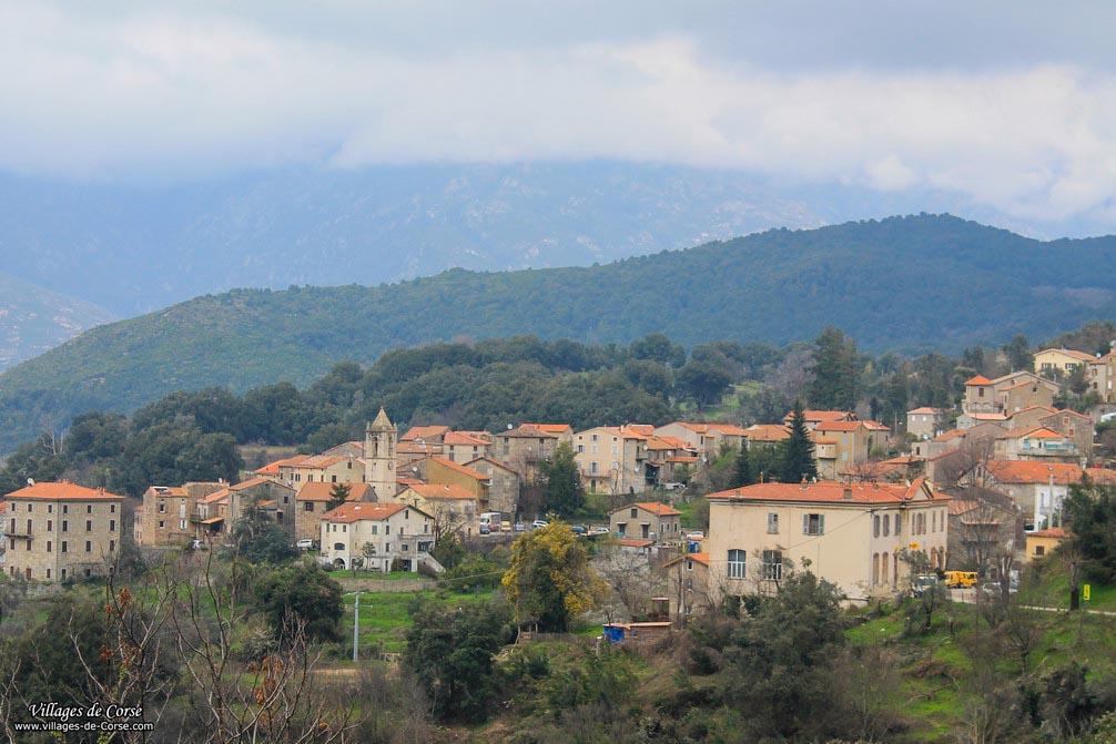 """Arrivée de Russes """"blancs"""" en Corse : un choc culturel."""